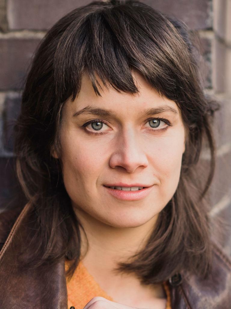 Wer ist Alicia Fuchs aus dem Jahr 2013